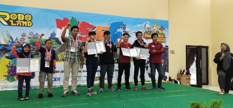 Robot Santri Al Bayan Menyabet 1 Emas, 2 Perak, dan 2 Perunggu dalam Kontes Indonesian's Sains Enginering Festival