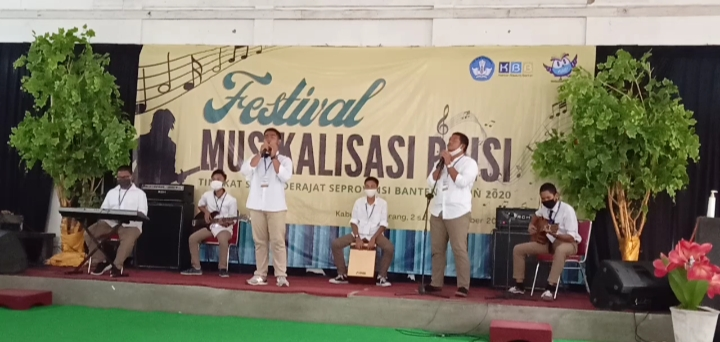Juara 2 Festival Musikalisasi Puisi, Al Bayan Anyer Maju ke Tingkat Nasional